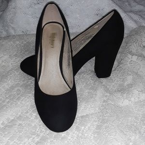 Old Navy Black Faux Suede Chunky Heel Pumps 8